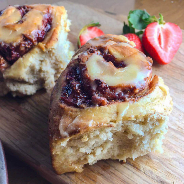 strawberry cinnamon buns